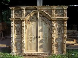 Gebyok Ukir Pintu Raja