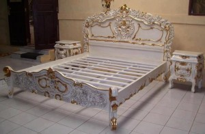 Tempat Tidur Racoco Ukiran Putih
