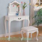 Set Meja Rias Simpel Warna Putih