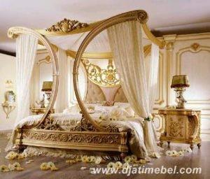 Tempat Tidur Ratu Ukiran Mewah