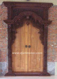 Pintu Gebyok Rumah Ukir Siliwangi