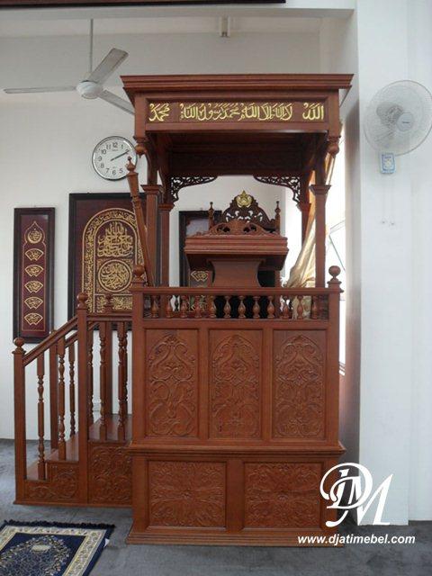 Mimbar Masjid Kubah Model Tangga Ukir