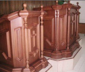 Mimbar Gereja Kristus Kayu Jati