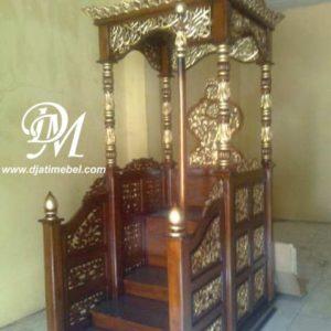 Mimbar Masjid Ukir Gebyok Warna Emas