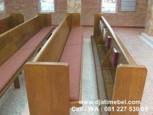 Bangku Gereja Katolik Kayu Jati