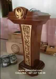 Podium Ukir Garuda Jati Natural